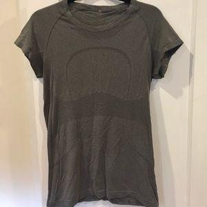 Lululemon Swiftly Tech shirt Sz 10